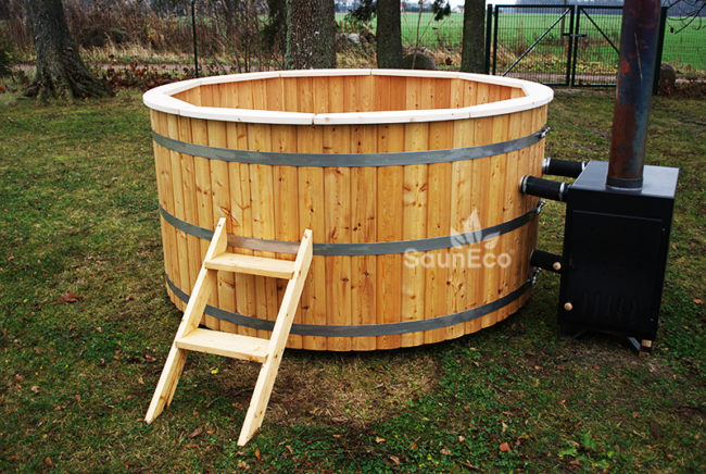 Large hot tub for 10 people high quality siberian larch for Hot tubs for tall people